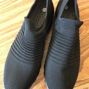 Women's nwot breathable sneaker/shoe